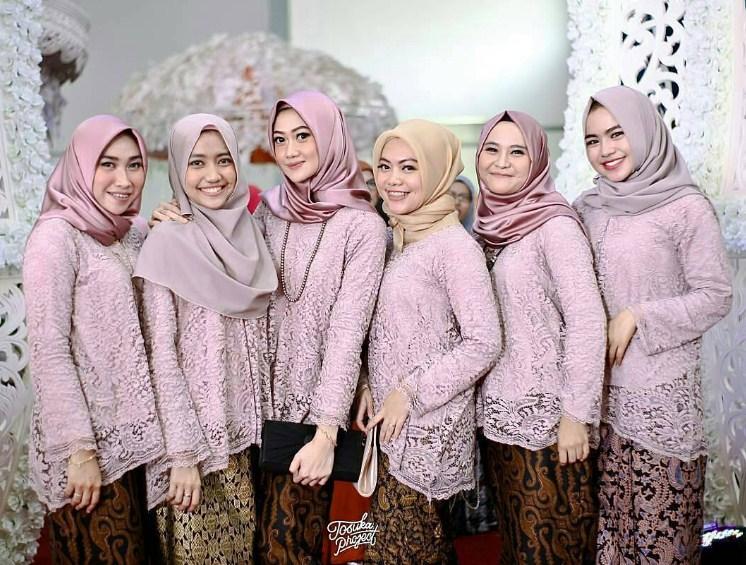 68 Model Gamis Brokat 2019 Untuk Hijabers Modis Update Info