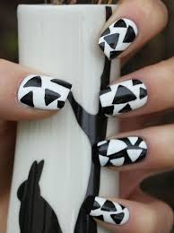 Abstract Nail Art black and white