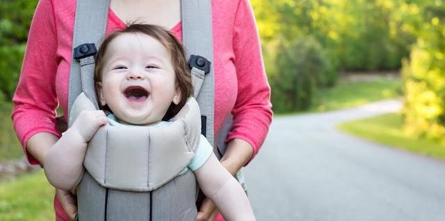 Yuk Intip 3 Manfaat Gendongan Bayi Bagi Si Kecil