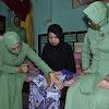 Ketua Persit KCK Koorcab rem 141 PD XIV/Hasanuddin Kunker Di Rangkaikan  Baksos Diwilayah Kodim 1424/Sinjai