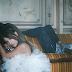 """Ariana Grande tá apaixonada, mas não quer admitir, no clipe de """"Boyfriend"""", com o duo Social House"""