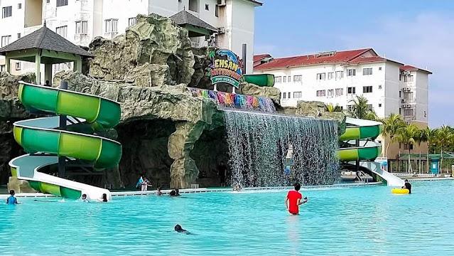 water park yang besar terdapat di rumah Lelong yang baru dimenangi