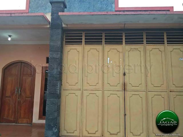 Rumah tepi jalan dekat Pasar Godean