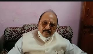 #JaunpurLive : सांसद ने रेलवे क्रासिंग के पास हुये गड्ढे को ठीक करवाने का दिया आश्वासन