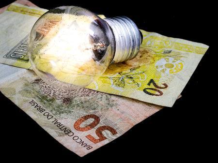 Governo anuncia bandeira tarifária 'escassez hídrica'; taxa extra nas contas será de R$ 14,20