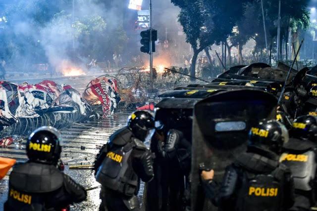 Indonesia mengangkat keruntuhan media sosial yang menyasarkan tipuan semasa pergolakan