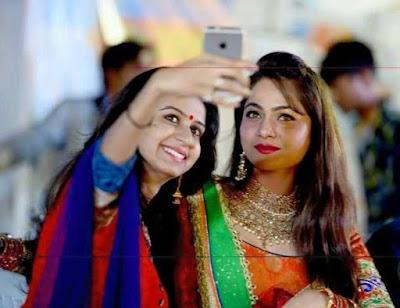 Kinjal Dave and Mamta Soni selfi images