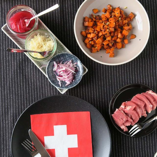 Rote Zwiebeln, Krautsalat, Süßkartoffeln, Ibericofilet | pastasciutta.de