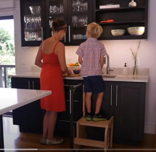 Binnenkant Uitklapbaar Trapje Voor In De Keuken