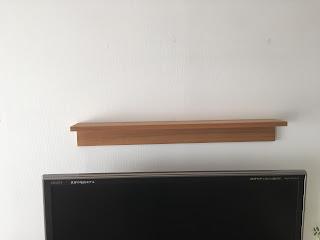 「壁に付けられる家具」をテレビの上に設置