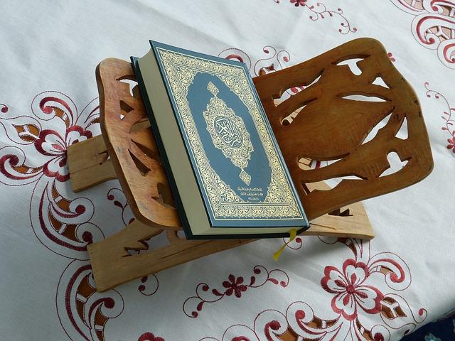 Dalam agama Islam ada hukum-hukum tertentu yang wajib dilakukan untuk menyelamatkan diri dari keburukan dan memperoleh kebaikan.