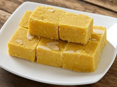 बेसन की बर्फी बनाने की विधि | Besan Ki Barfi Recipe in Hindi