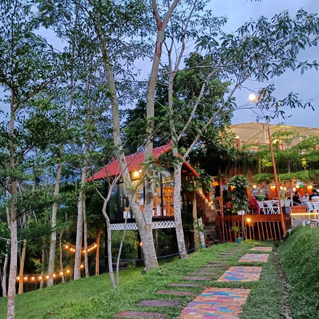 Nendes Kombet Cafe Malang