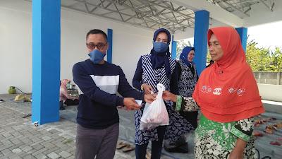 KSOP lV Panarukan Membagikan Daging Kurban Kepada Masyarakat