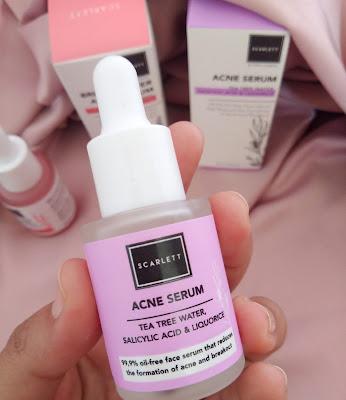 tampilan depan botol serum acne scarlett