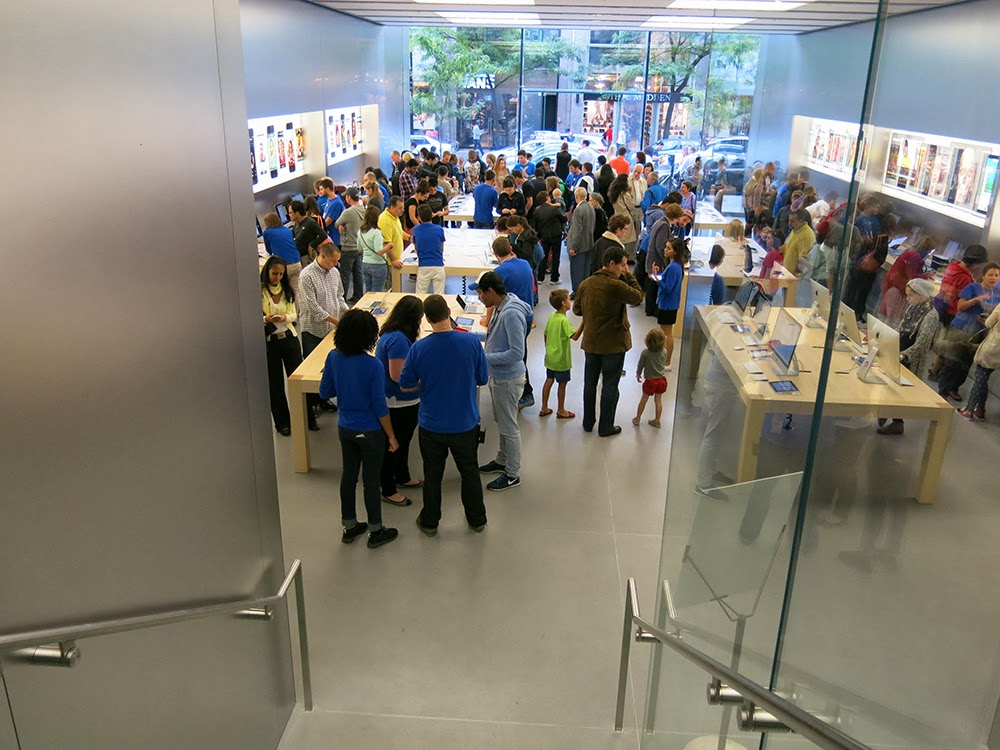 APPLE STORE IN MONTREAL   ________The Opinions