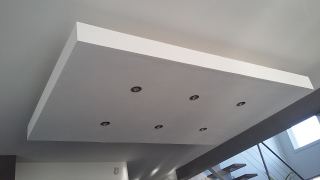 déroché plafond descendu suspendu ilot central decaissement design spots caisson placo platre
