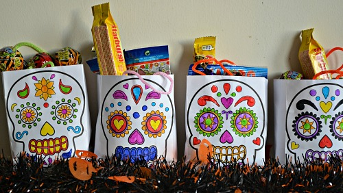 Day of the Dead Colour-in Mini Gift Bags from baker ross review