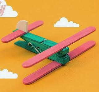 http://lasmanualidades.imujer.com/6718/como-hacer-una-avioneta-con-pinzas-de-ropa