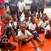 Beni : Les élèves maintiennent la pression et passent une 2e nuit en sit-in à la mairie pour exiger l'arrivée du chef de l'État au Nord-Kivu