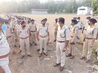 जिला पुलिस,एसएएफ एवं महाराष्ट्र की पुलिस ने मिलकर निकाला फ्लैग मार्च
