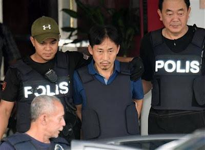 Ri Jong Chol (centro), sospechoso del asesinato del hermano del líder norcoreano, fue deportado por falta de pruebas. Foto: AP