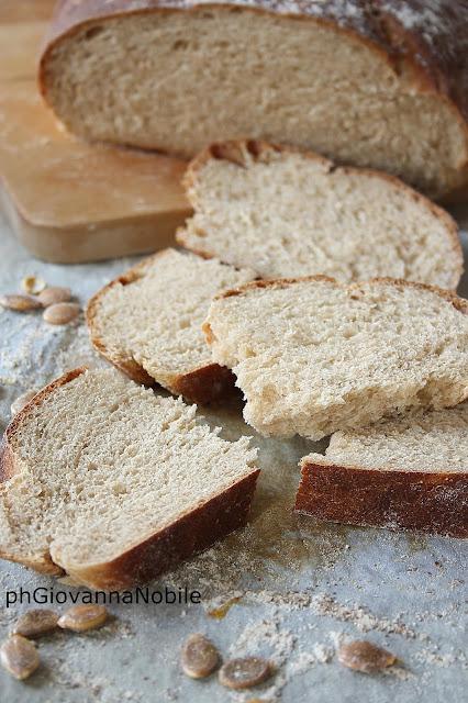 Pane con farina di farro e integrale