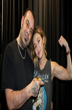 """Miley Cyrus Gets A new Tattoo """"Love Never Dies"""" ~ bl-magazine"""