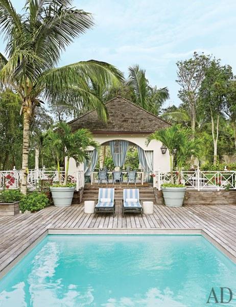 Decor inspiration tropical beach house bahamas cool for Tropical beach house designs