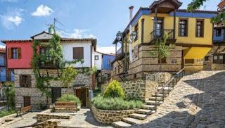 Το ωραιότερο χωριό της Χαλκιδικής που μοιάζει ολόκληρο με έργο τέχνης
