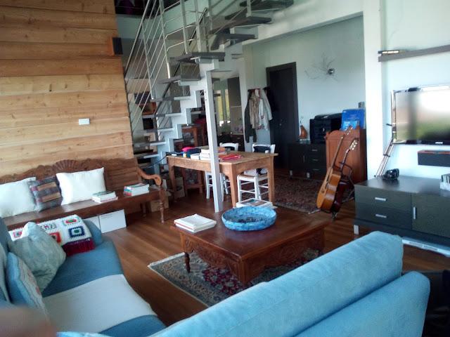 soggiorno arredato casa di legno