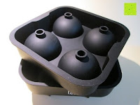 Hälften: Ice Ball Maker & Ice Ball Mold: By Bar Brat - Black Food-Grade Silicone Tray With 4 X 4.5cm Capacity - Forget Ice Cube Trays - These Make The Perfect Bar Accessory Gift | Eiskugel maker & Eiskugel Form: Durch Bar Brat - Schwarz Food-Grade-Silikon-Behälter mit 4 X 4.5cm Kapazität - Vergessen Eiswürfelbehälter - diese machen die perfekte Bar Zubehör Geschenk