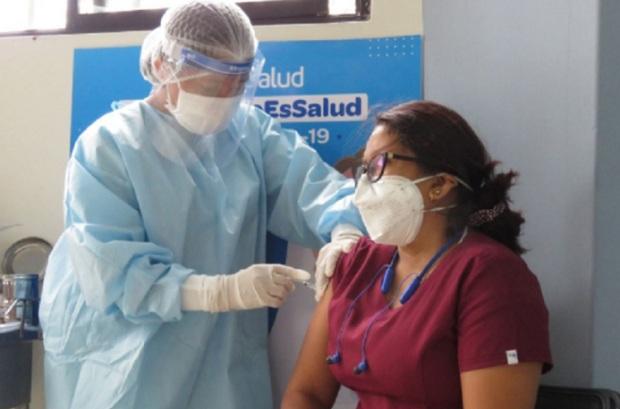 Vacuna covid-19: Personal de EsSalud en Tumbes invita a colegas a inmunizarse