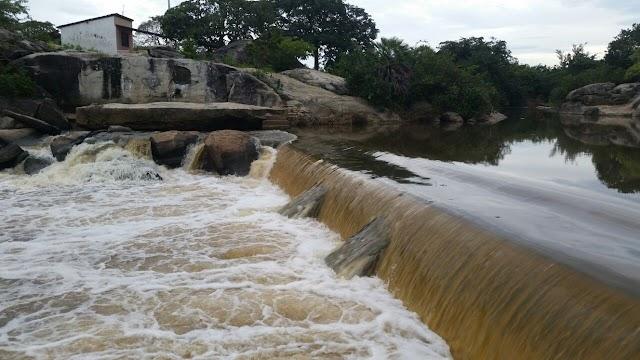 Espetáculo das águas na barragem do Caldeirão em Chaval