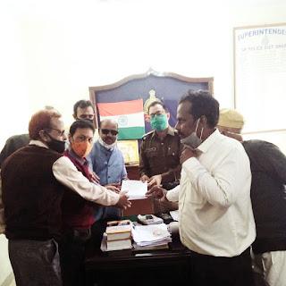 एड. स्व. अंकित शर्मा के सुसाइट मामले मे न्यायिक जांच एवं आरोपी आशी जैन की शीघ्र गिरफ्तारी को लेकर सर्व ब्राम्हण समाज द्वारा एस.पी. को ज्ञापन सोपा