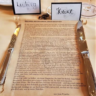 O pergaminho com o miniconto de fadas sobre Percival Lafer, ofertado aos participantes do sétimo encontro anual de MP Lafer na Alemanha.