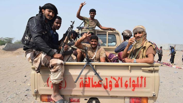 En Yemen, los rebeldes hutíes cierran cafés, hostigan a las mujeres e imponen su orden moral