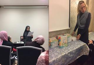 Schrijvers Aya Sabi en Goedele Ghijsen stellen hun boeken voor tijdens de cultuuravond van Vuslat Genk.