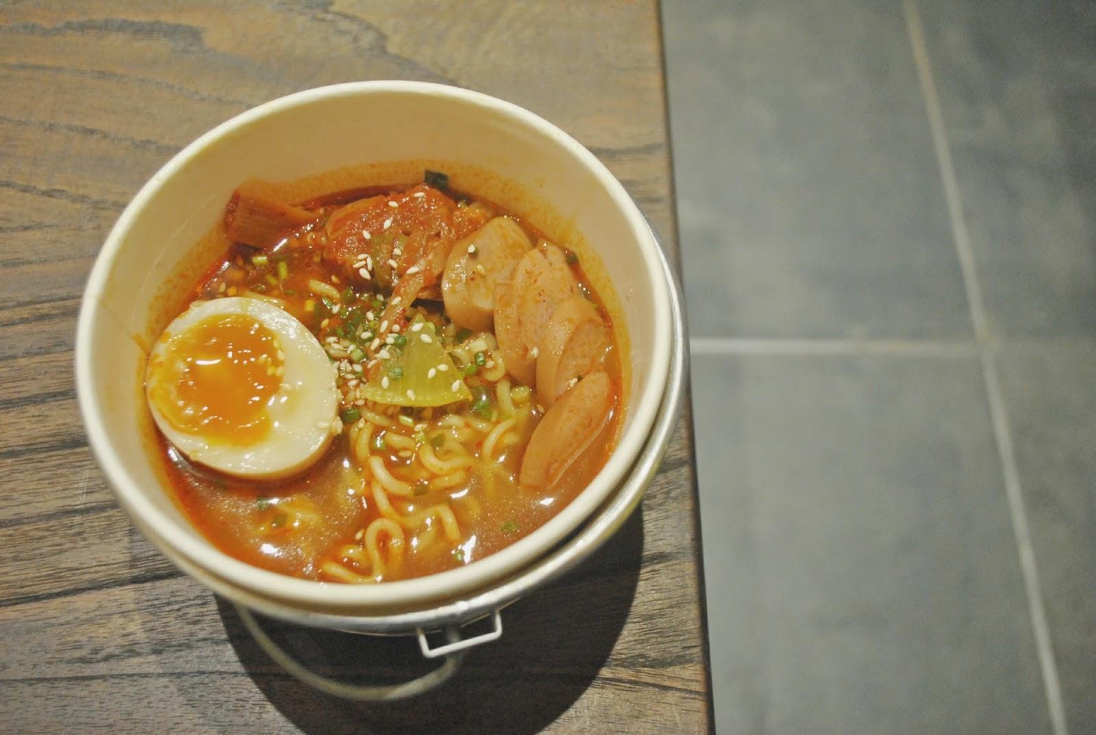 Sinsa Ramyun Kemang : Kuning-kuning Gemay - Kimchi Ramyun Soup 1