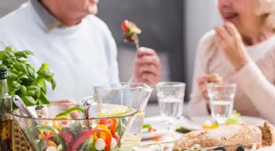 Tetap Bugar, Yuk Intip Aturan Makanan Sehat Untuk Diet Lansia