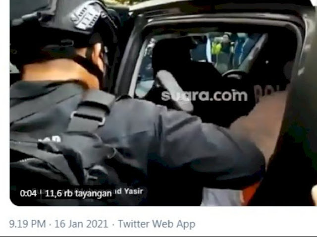Video Lebih Jelas, Habib Rizieq Diduga Ditendang Polisi Brimob, Diduga Kena Paha Kirinya