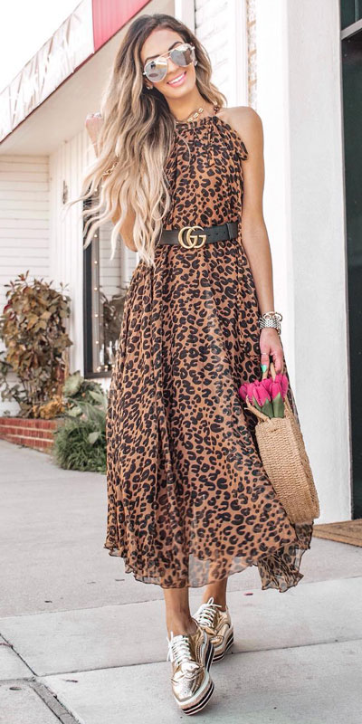 Look your best when you step out this holiday season. Here are 22 pure holiday style inspiration new ways to dress and impress in the upcoming christmas season. Holiday Fashion via higiggle.com | long dress fashion | #fashion #holiday #dress