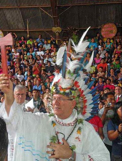 Novo bispo na linha do Sínodo Pan-amazônico endossa cocar e é 'abençoado' por pajé