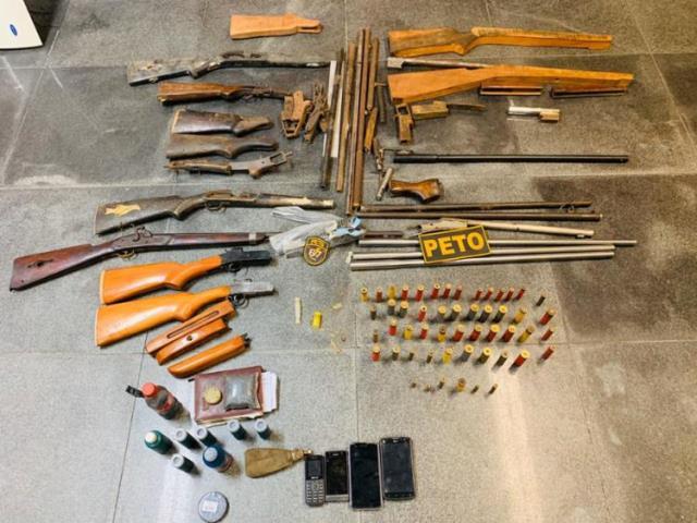 Polícia fecha fábrica de armas artesanais em Feira de Santana