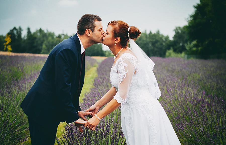plener ślubny w lawendzie, lawenda, pole lawendowe, sesja ślubna, Lublin, zakochani