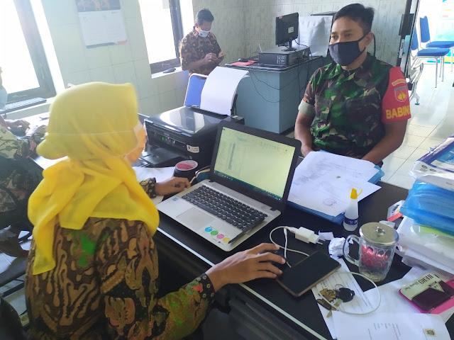 Babinsa Koramil 15/Polanharjo lakukan Update data pemudik bersama pernagkat desa