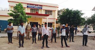 संवाददाता, Journalist Anil Prabhakar.           जालौन पुलिस द्वारा लॉकडाउन के उल्लंघन व जुआ खेलते हुए अभियुक्त गिरफ्तार  Jalaun police arrested accused for lockdown violation and gambling      www.upviral24.in