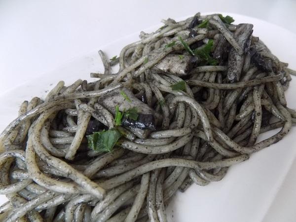 Espaguetis a la tinta con sepia