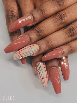 Nail Arts/Pose D'ongles, Manicure Et Pédicure