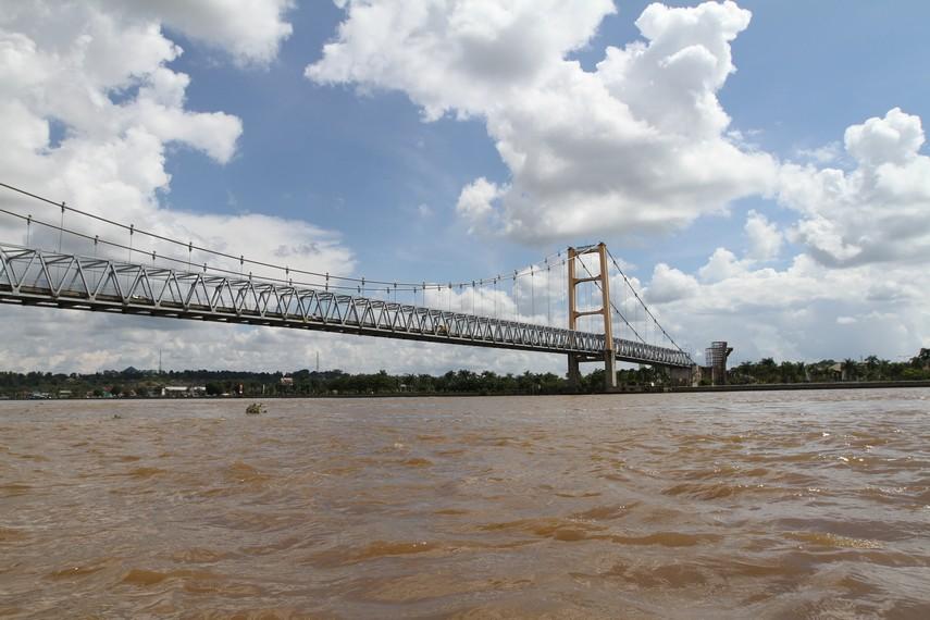jembatan sungai mahakam